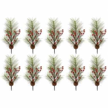 10x kerst versiering dennentakken met rode besjes 60 cm