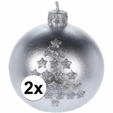 2x kerst versiering kaars zilveren kerstballen