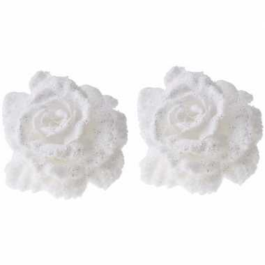 2x kerstboomversiering op clip witte besneeuwde rozen 10 cm