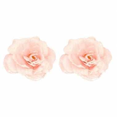 2x roze roos kerstversiering clip versiering 12 cm