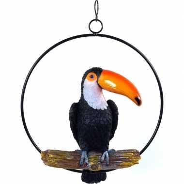 Dierenbeeld toekan vogel in ring 20 cm tuinbeeld hangversiering