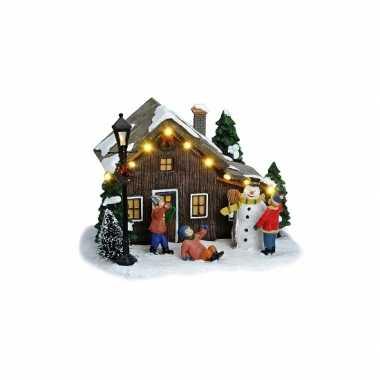 Kersthuisje kerst versiering met sneeuwpop 18 cm