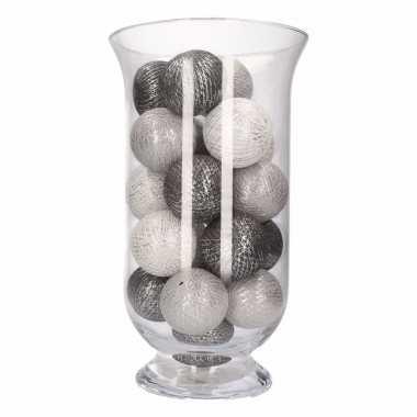 Kerstversiering grijze en witte verlichting in vaas