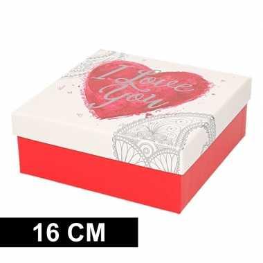 Kerstversiering kadodoosje/cadeaudoosje rood/wit 16 cm