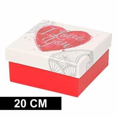 Kerstversiering kadodoosje/cadeaudoosje rood/wit 20 cm