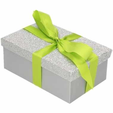 Kerstversiering kadodoosje/cadeaudoosje zilver/glitter 17 cm
