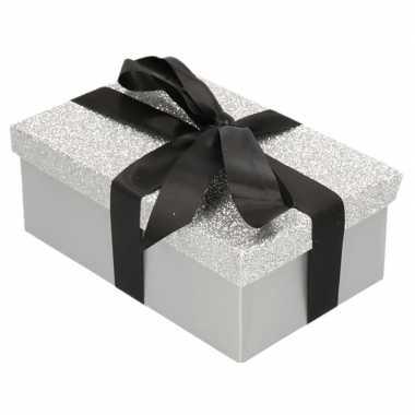 Kerstversiering kadodoosje/cadeaudoosje zilver/glitter 7 cm
