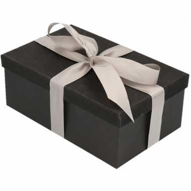 Kerstversiering kadodoosje/cadeaudoosje zwart/glitter 15 cm en zilver