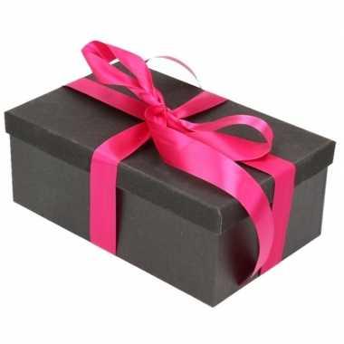 Kerstversiering kadodoosje/cadeaudoosje zwart/glitter 17 cm en een fu