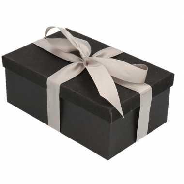 Kerstversiering kadodoosje/cadeaudoosje zwart/glitter 22 cm en zilver