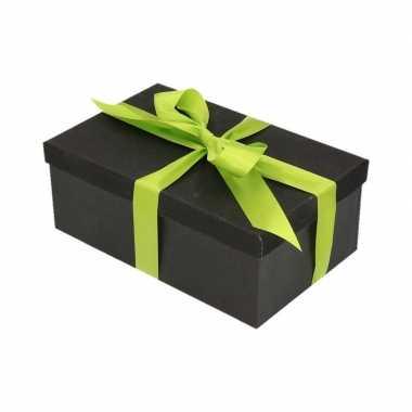 Kerstversiering kadodoosje/cadeaudoosje zwart/glitter 24 cm