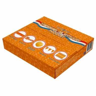 Oranje pakket met versiering voor de straat