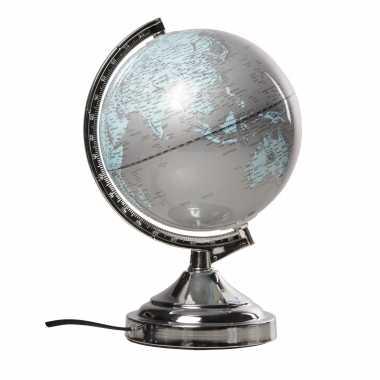 Versiering wereldbol/globe zilver met verlichting op metalen voet 20 x 32 cm