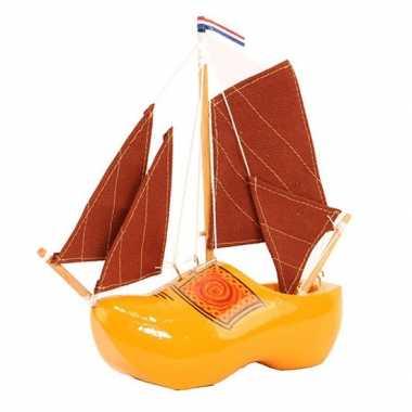 Versiering zeilboot klomp met rode masten 20 cm