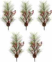 5x kerst versiering dennentakken met rode besjes 60 cm
