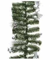 Groene kerst dennenslinger guirlande met zilveren versiering 180