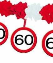 Versiering 60 jaar slingers